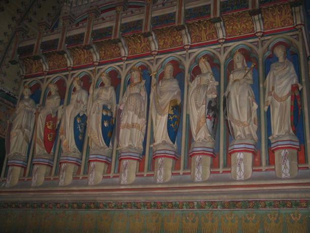 Statues of nine female worthies.