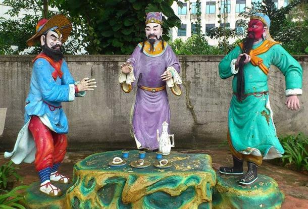 Statues of (from left) Zhang Fei, Liu Bei and Guan Yu at Haw Par Villa, Singapore. (CC BY SA 4.0)
