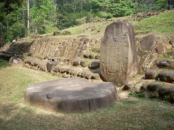 Stela 5 at Takalik Abaj, El Asintal, Retalhuleu, Guatemala. (CC BY-SA 3.0)