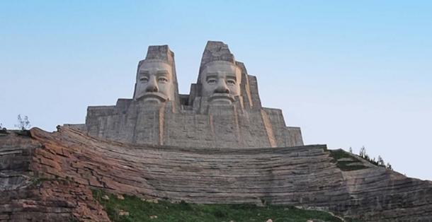 Stone Figures of Emperors Yandi and Huangdi, Yellow River Scenic Area, Zhengzhou, China.