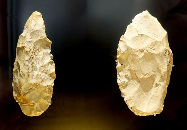 Stone tools, Neanderthal, Bad Urach, Wittlingen, c. 50,000 to 70,000 years old - Landesmuseum Württemberg - Stuttgart, Germany. (Public Domain)