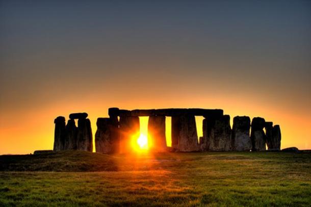 Stonehenge sun. (Image: simonwakefield CC BY 2.0)