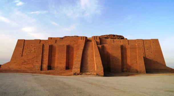 Sumerian civilization ruins, temple in Iraq. (homocosmicos /Adobe)