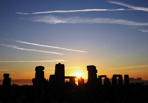 Summer solstice sunrise over Stonehenge. Many megalithic monuments including those in India are astronomically aligned. (Andrew Dunn / CC BY-SA 2.0)