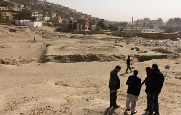 Survey training at Tepe Maranjan in Kabul, October 2016.