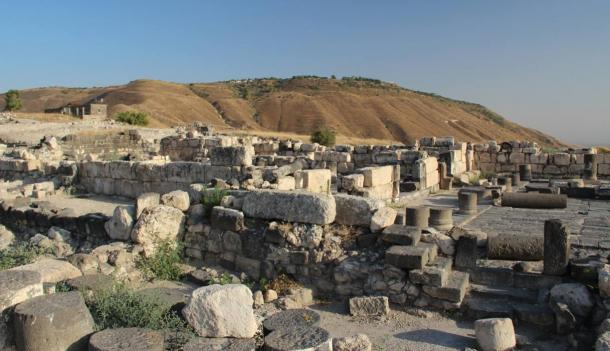 Sussita/Hippos is on a hill overlooking the Sea of Galilee. Between the 3rd century BC and the 7th century AD, Hippos was a Greco-Roman city.