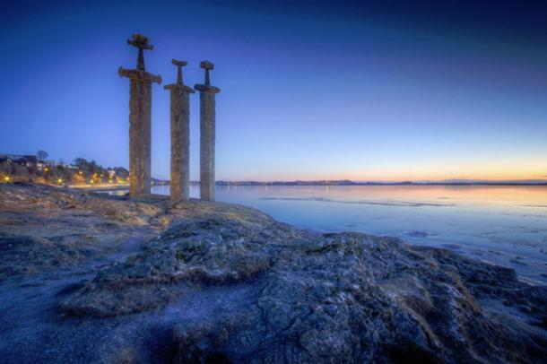 Sverd i Fjell at Dusk. Photo Source: