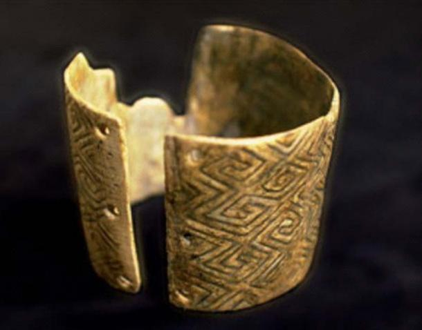 Swastika pattern on a mammoth bone bracelet from Mizyn. (Image: Encyclopedia of Ukraine)