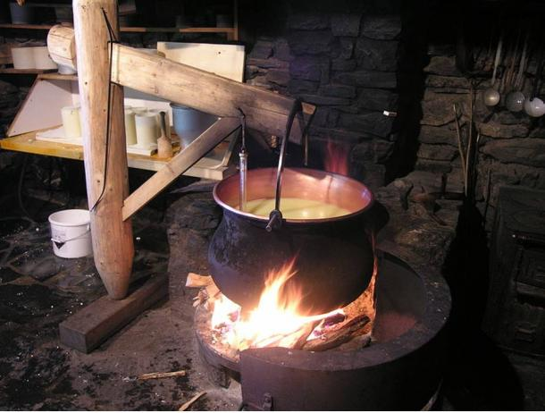 Swiss cheesemaking (heating stage).