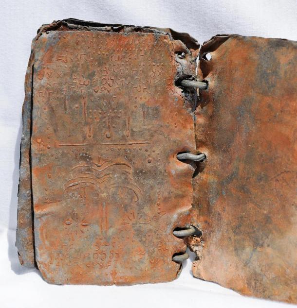 Znanstvene novotarije - Page 2 Symbols-inside-one-of-the-lead-codices