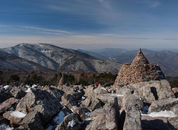 Main peaks of Taebaeksan as viewed from Munsubong, another of its peaks.
