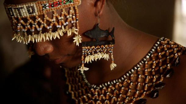 Tafuliae – ceremonial headdress and costume, using shell money, from the Solomon Island, worn as an adornment and status symbol. (WorldFish / CC BY-SA 2.0)