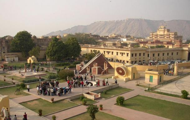 Taken from the observation platform at the top of the Jantar Mantar in Jaipur, India. (Knowledge Seeker / Public Domain)
