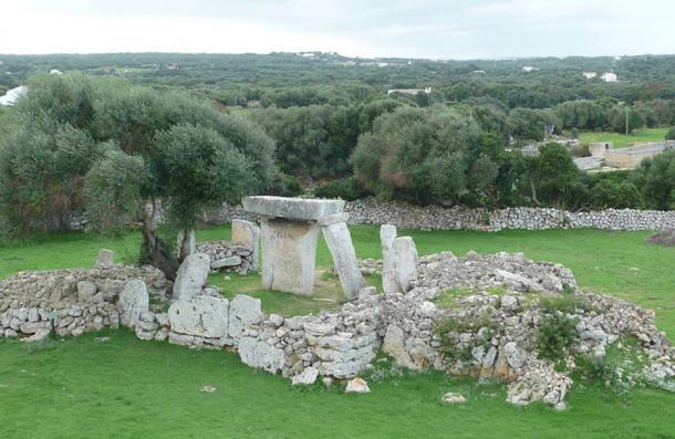 Talati de Dalt archaeological site - Les Taules de Menorca