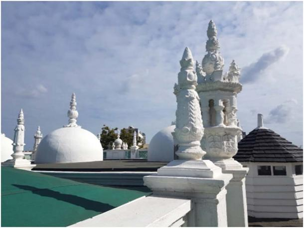 Tamil sculpturing on the roof of the Jummah mosque (1895). Even the roof tiles were hand-cut. (Image: Courtesy of the author).