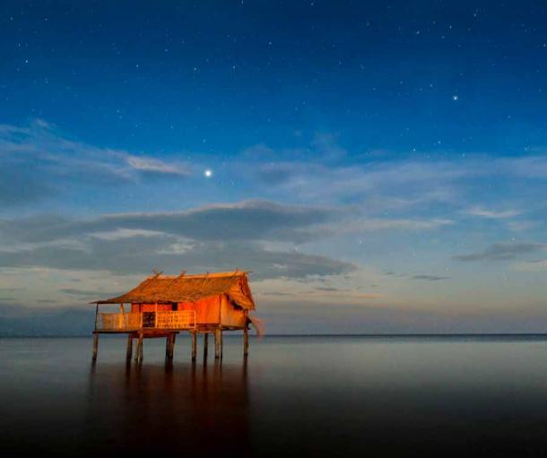 A Tamuniaï village house on stilts off the coast of New Britain Island, Papua New Guinea. (Marc Dozier)