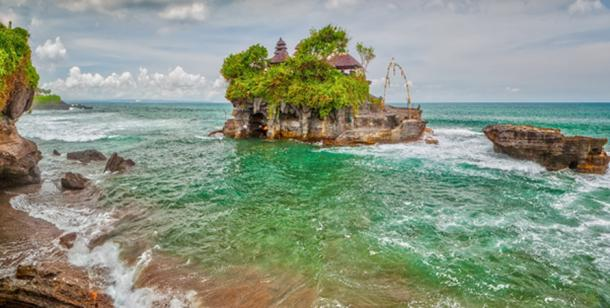 Tanah Lot Sea Temple. (Anton Zelenov /Adobe Stock)