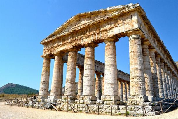 Tapering columns, capitals and frieze, Doric Temple, Segesta. (Letizia / Adobe Stock)