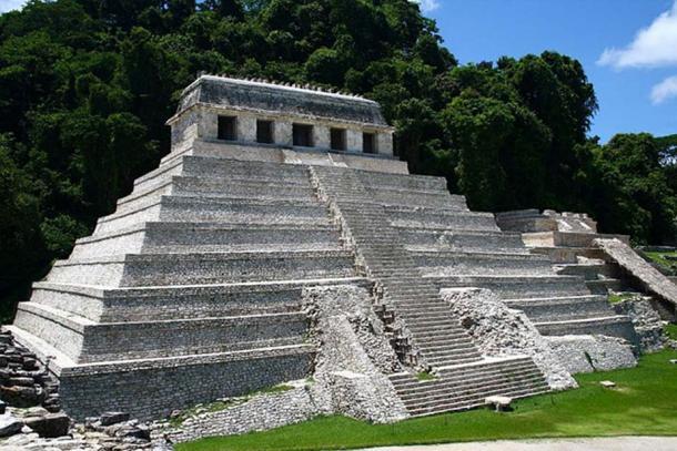 Temple of Inscriptions at Palenque, Chiapas, México.