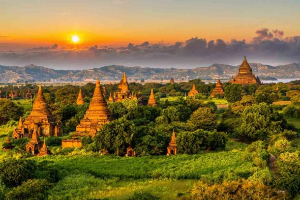Ancient temple in Bagan after sunset, Myanmar temples in the Bagan Archaeological Zone, Myanmar. Souce: Kalyakan / Adobe Stock