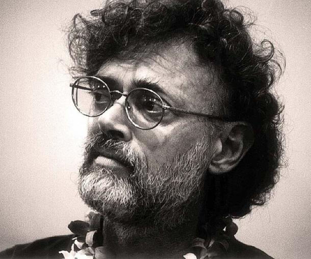 Terence McKenna during a panel discussion at the 1999 AllChemical Arts Conference, held at Kona, Hawaii. (Jon Hanna/CC BY SA 3.0)