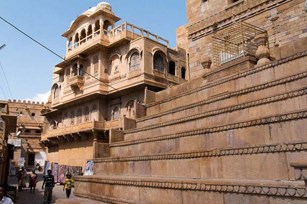 Terrace with marble throne in Jaisalmer Fort.