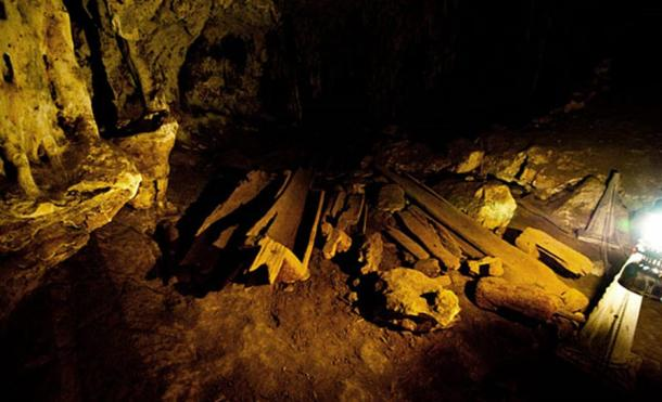 Artifacts dating back at least 2,000 years discovered in Tham Lod cave, including earthenware, human remains, stone tools, and teakwood coffins.