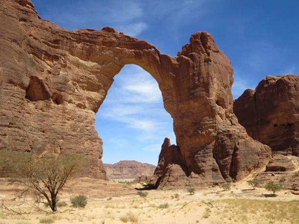 The Aloba Arch (Stanley, D/ CC BY 2.0)