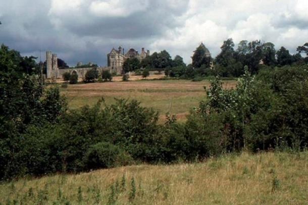 The Battle of Hastings was fought in 1066 at this location: the English position was on top of the hill where the Abbey later stood, and the Normans approximately where the photographer is standing. (Christopher Hilton/CC BY SA 2.0)