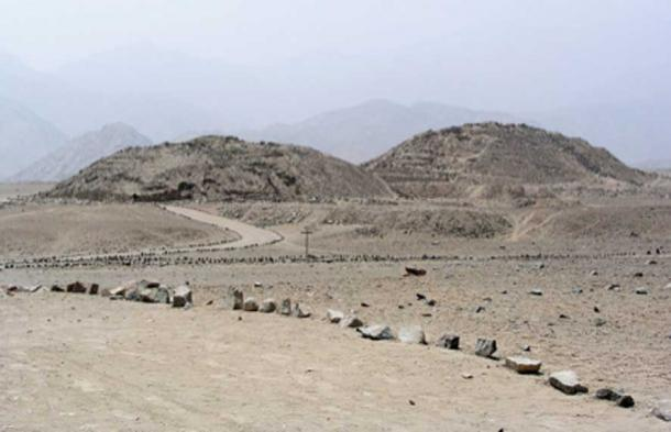 The Caral temples in the arid Supe Valley. (Xauxa / CC BY-SA 3.0)