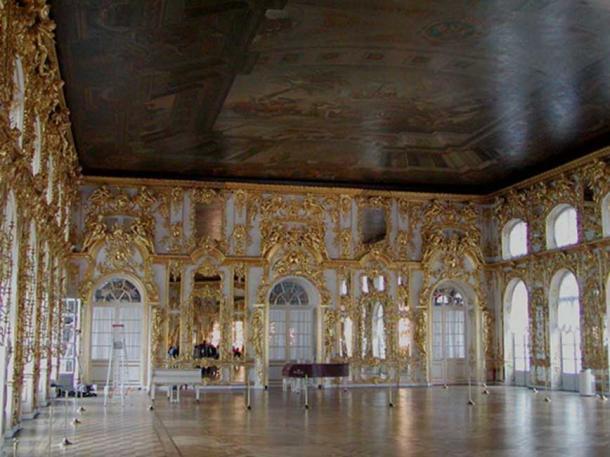 The Catherine Palace Ballroom at Tsarskoe Selo. (Stan Shebs / CC BY-SA 3.0)