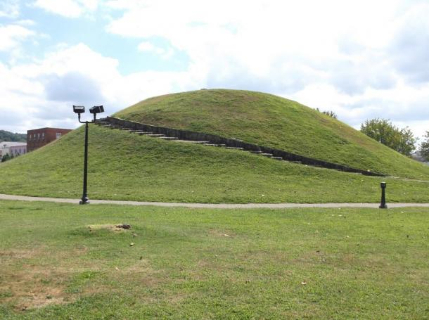 The Criel Mound in South Charleston West Virginia, photo courtesy of authors © Jason Jarrell and Sarah Farmer.