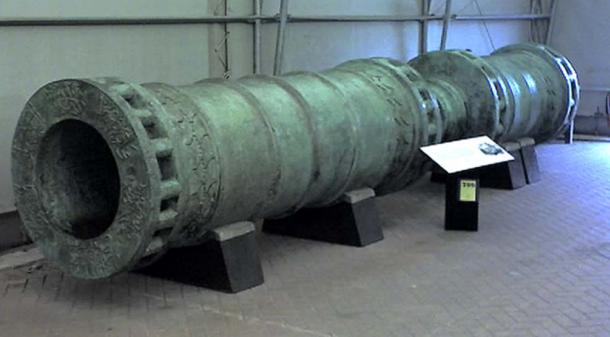 The Dardanelles Gun, cast in 1464 and based on the Orban bombard that was used for the Ottoman besiegers of Constantinople in