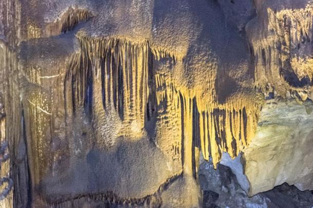 The Frozen Niagara portion of Mammoth Cave, Kentucky. (Brian /Adobe)