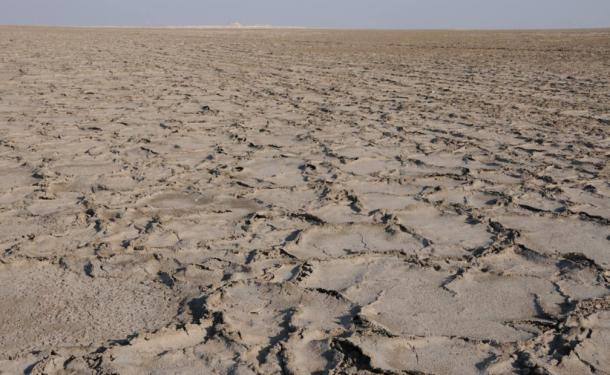 The 'Great River' close up: in reality the sabkha is a dirty brown mush of salt and sand, very different from desert sand.