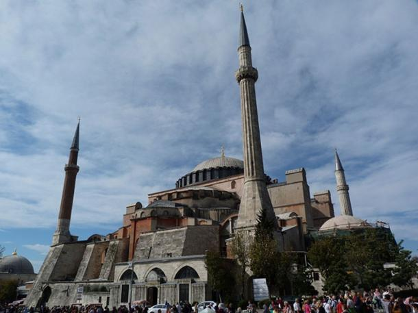 The Hagia Sophia, which had been a Christian church; the day Constantinople fell, the Ottoman conqueror ordered the church be converted into a Muslim mosque. (Derzsi Elekes Andor/ CC BY SA 4.0)