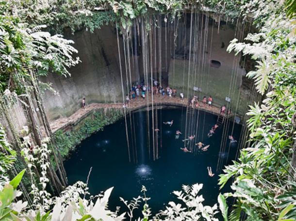The Ik Kil cenote, close to Chichén Itzá, México