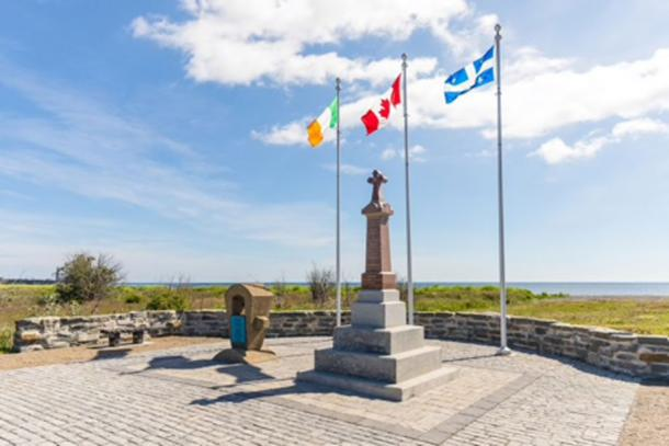 The Irish Memorial on Cap-des-Rosiers Beach was erected in 1990 in honor of the people who died during the Carricks shipwreck. (Parks Canada / Fair Use)