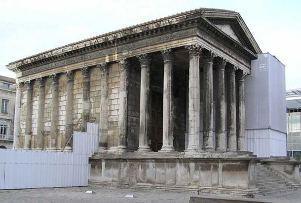 The Maison Carrée during restoration. By H2k4.