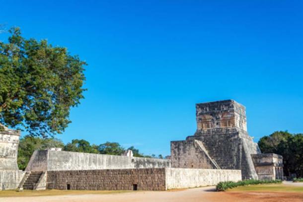 The Maya ball court and temple at Chichen Itza (jkraft5/ Adobe Stock)