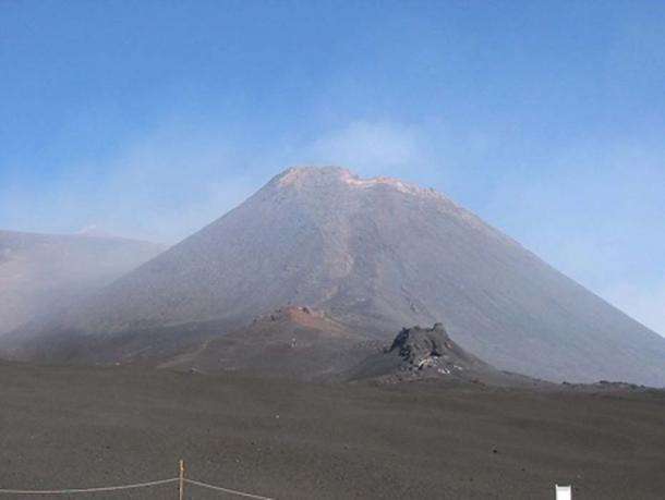 The Mount Etna avalanche sparked a tsunami. (Padda~commonswiki / CC BY-SA 2.5)