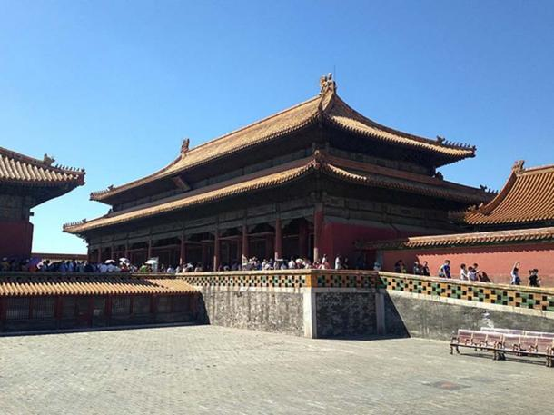 The Palace of Earthly Tranquility is the northernmost of the three main halls of the Inner Court of the Forbidden City in Beijing, China. The other two halls are 'The Palace of Heavenly Purity' and 'Hall of Union.' (CC BY SA 4.0)