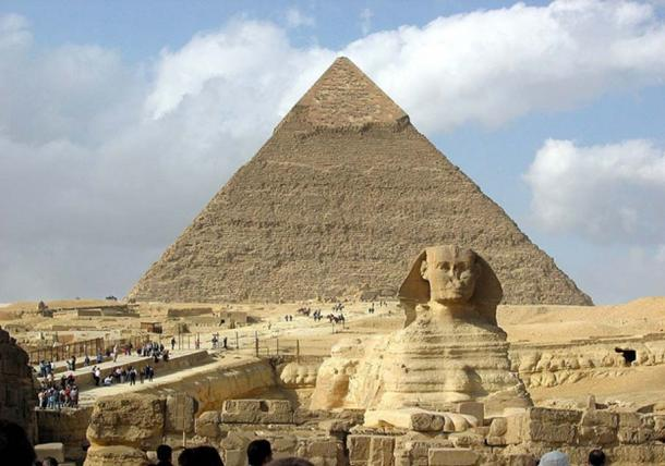 The Pyramid of Khafre and the Great Sphinx of Giza. (CC BY-SA 3.0)