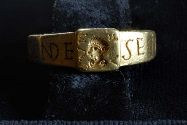 The Roman ring with Senicianus inscription