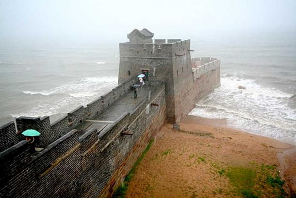 The Shanhai Pass is where the Great Wall of China meets the Bohai Sea. (fuzheado / CC BY-SA 2.0)