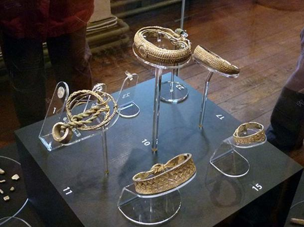 The Silverdale Hoard, Lancaster Museum. Neck-rings, arm-rings and necklace. (CC BY-SA 2.0)
