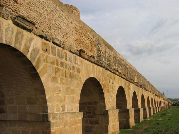 The Zaghouan aqueduct, near Tunis, Tunisia.