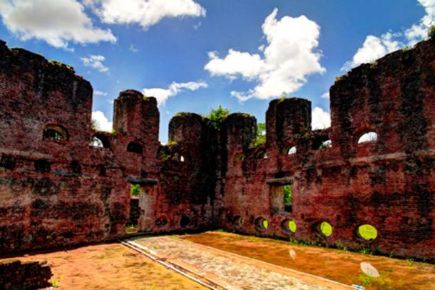 The Zeeland Fort, Dutch ruins on the island of Essequibo (homocosmicos/ Adobe Stock)