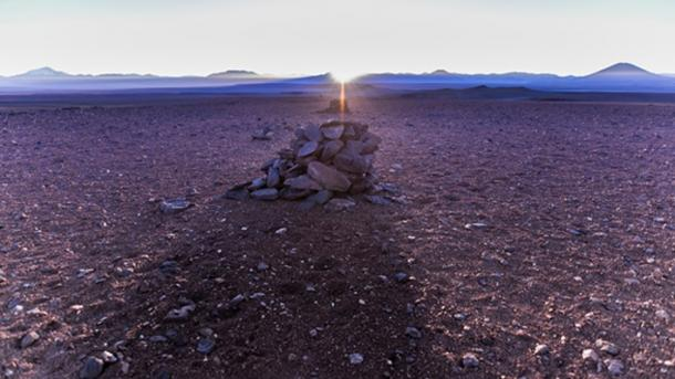 The alignment of the rising sun on the winter solstice with the Saywas in the Atacama desert, Chile. Source: A. Silber, ALMA (ESO/NAOJ/NRAO).(CC BY 4.0)