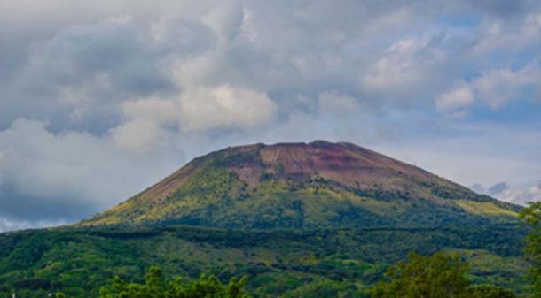 The beautiful Mount Vesuvius, the backdrop of Pompeii. (dudlajzov / Adobe Stock)